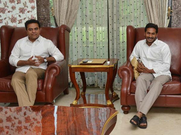 కేటీఆర్-జగన్ భేటీ కలకలం: సోషల్ మీడియాలో  అభిమానుల యుద్ధభేరి