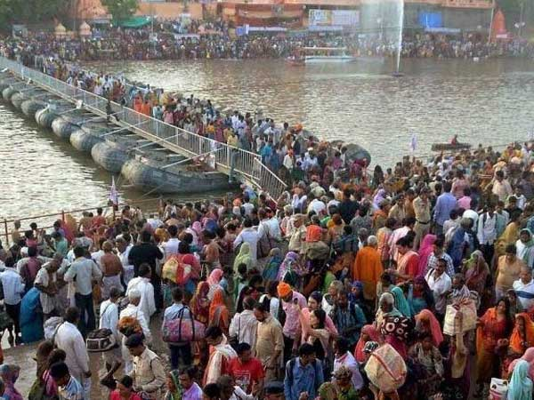Over 100 mn gather for Kumbh mela,devotees to take holy dip today