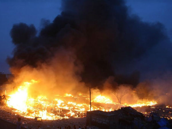 major fire accident in delhi, 100 huts were burned