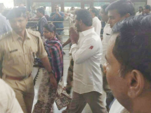 NIA notices to some persons in ys jagan attack case