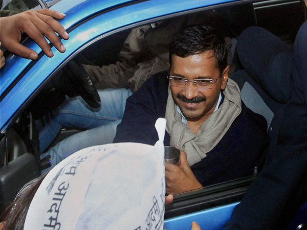 Arvind Kejriwals Car Attacked in Outer Delhi by 100 Men Carrying BJP Flags