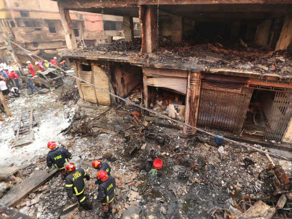 Bangladesh Fire:70 Dead,many evacuated as chemical store fire sets ablaze Old Dhaka