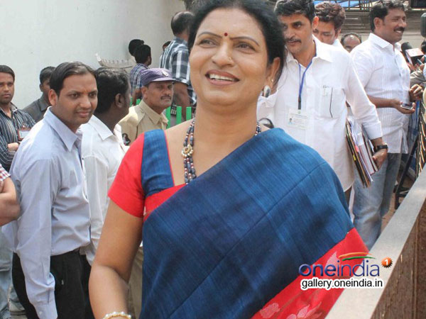 Interesting discussion on Congress in Mahaboob Nagar MP seat! DK Aruna Response on Contest .. !!