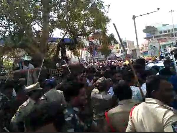 Tension created in Kammapalem : Stone pelting between TDp and ycp cadre