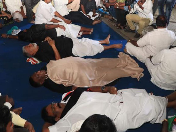 Puducherry CM and Ministers Sleep Outside LG Kiran Bedi's House in Protest, Block All Entrances
