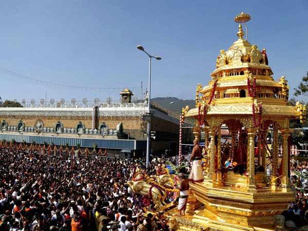 అరసవల్లి సూర్య నారాయణ దేవాలయంలో భక్తుల కిటకిట