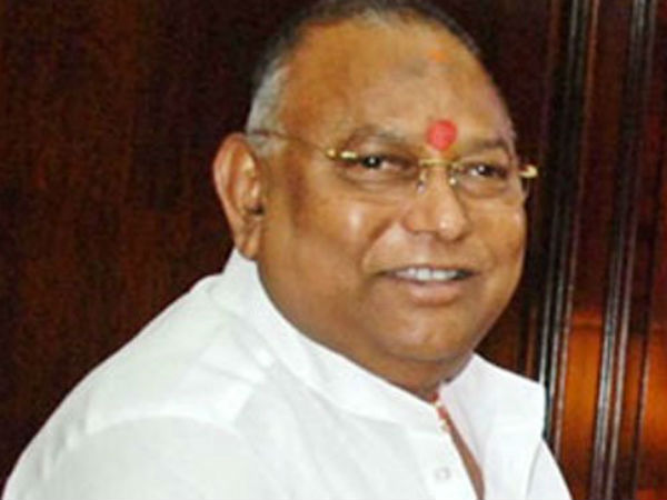 Telangana Govt harasing AP Leaders : TDP Mp Rayapati allegation on KCR