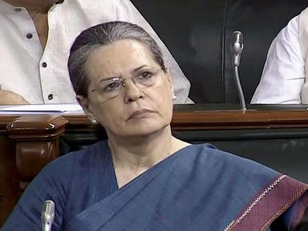 Sonia Gandhi Leads Table Thumps In Parliament To Appreciate Nitin Gadkari
