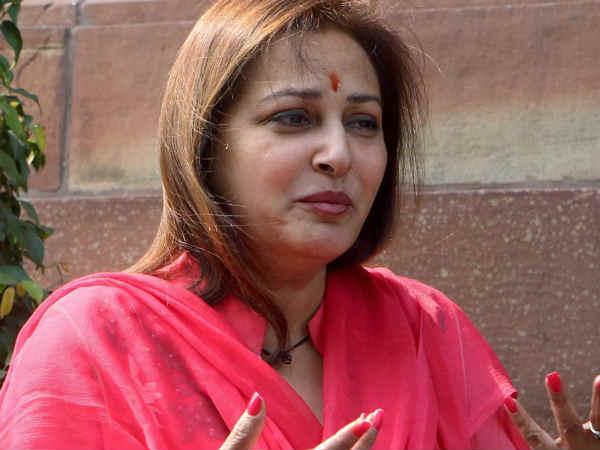 నేను పార్టీ మారాను : సినినటి ,మాజి ఎంపీ జయప్రద