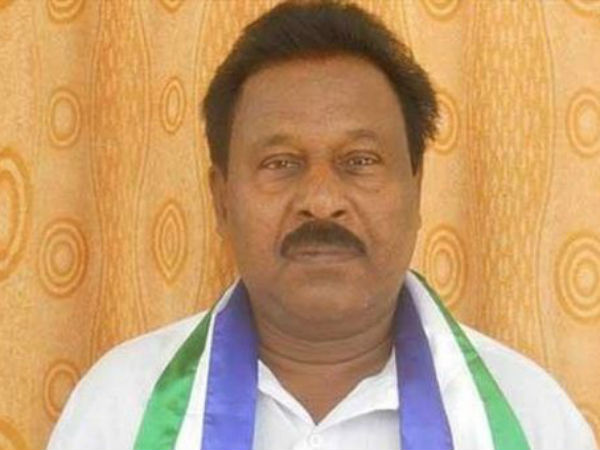Former Minister and sitting MLA joined in YSRCP
