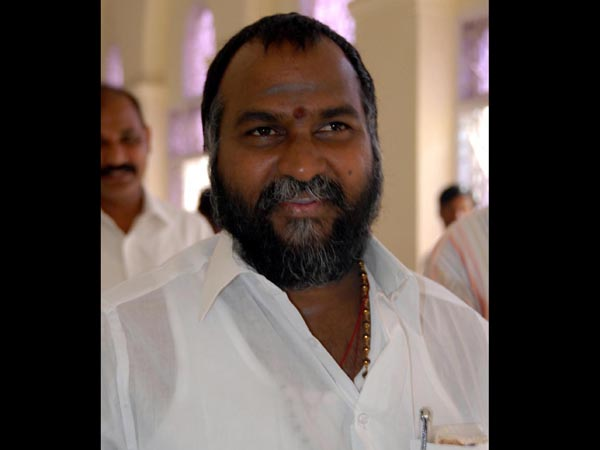 Another Congress MLA going in to TRS..! The leader switched off and went away..!