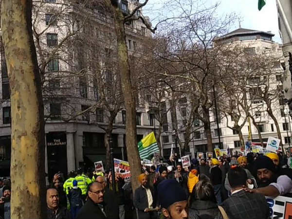 ISI-backed Khalistanis, Kashmiris attack British Indians at Indian High Commission in London