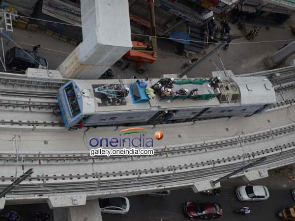 Metro run to high-tech city ..! Software employees are away from traffic problems.. !!