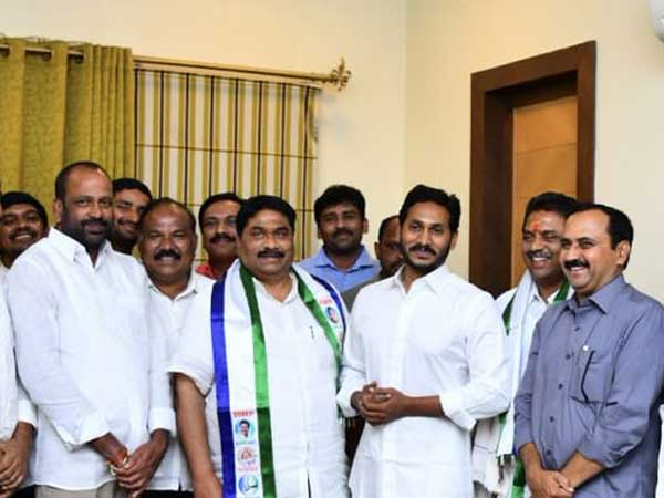 TDP leader Modugula joined in YCP : He may contest from Guntur Loksabha seat