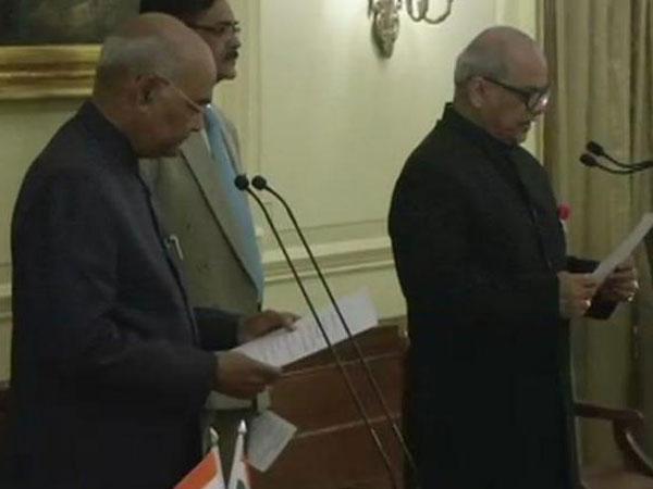 భారత తొలి లోక్పాల్గా జస్టిస్ పీసీ ఘోష్ ప్రమాణస్వీకారం