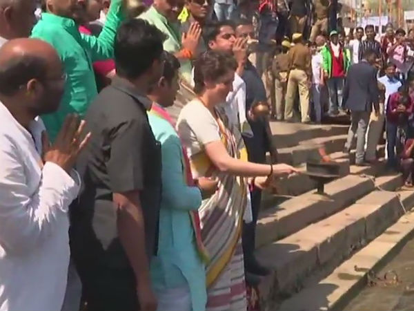 Priyanka Gandhi Vadra offers prayers at Kashi Vishwanath temple in Varanasi