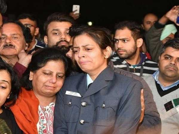 Despite the death of Siddharth vishisht his wife showed patriotism....tribute to husband as Squadron Leader