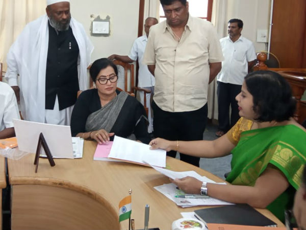Lok Sabha Elections 2019:Actress Sumalatha filed the nomination as an independent candidate from the Mandya constituency.