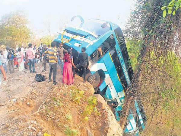 Trees prevent bus from falling into gorge; all 70 passengers were safe