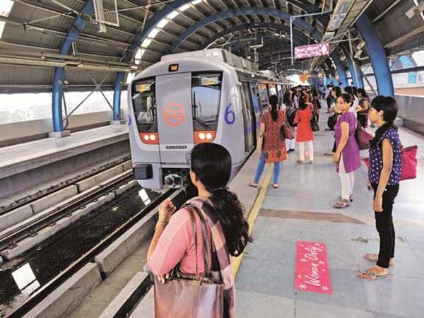 Delhi Woman dragged on platform by metro train after her saree got stuck in the doors