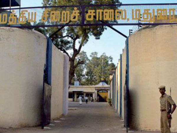 Prisoners in Madurai central jail protest..pelts stones on to the road