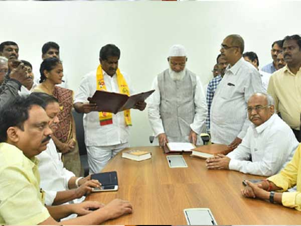 YSRCP and TDP Leaders Janga Krishnamurthy, Ashok Babu taking oath as MLCs
