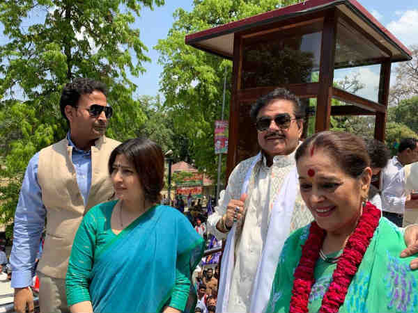 Akhilesh Yadav and Poonam Sinha files nominations from Azamgarh and Lucknow respectively