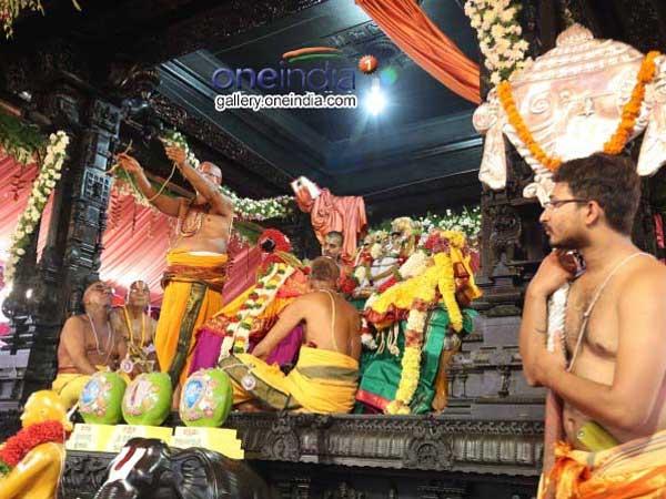 భద్రాద్రి రాములోరికి పట్టువస్త్రాలు.. భక్తజనులకు ముత్యాల తలంబ్రాలు