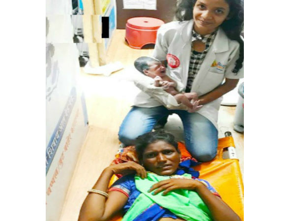 Woman Traveling to Mumbai, Gives Birth at Thane Railway Station