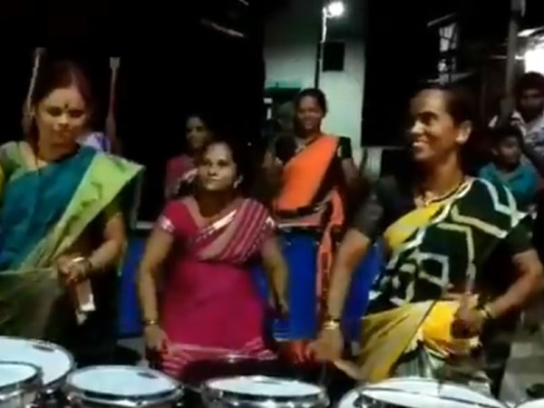 normal women playing drums with excellent performance viral video