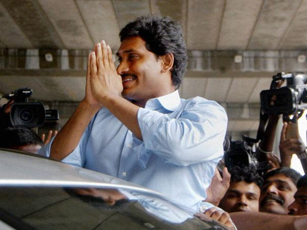 YCP MPs emotional on their victory in AP Elections...Jagan suggested them to fight for Special status..