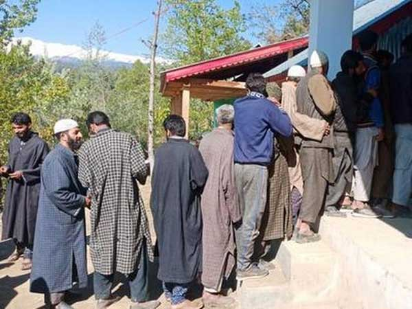 Grenade attack on Rohmoo polling station in Pulwama