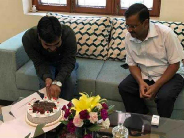delhi cm aravind kejriwal attended party worker birthday photo viral