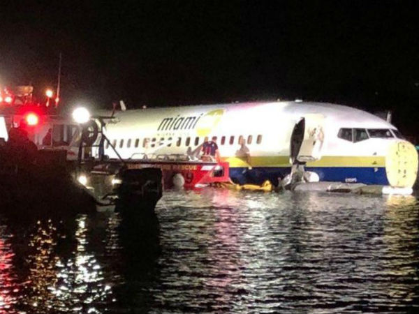 Boeing skids off the runway and lands in river in Florida,passengers safe
