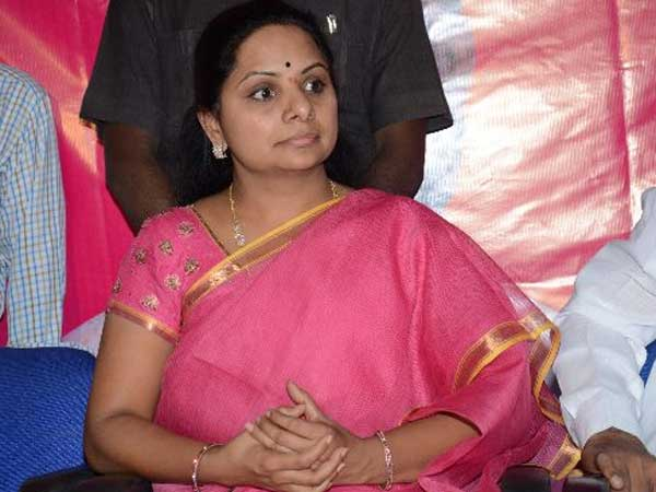Former MP Kavitha fans angry.! punches on PApa..!!