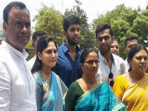 komatireddy rajagopal reddy wife laxmi voice in mlc elections