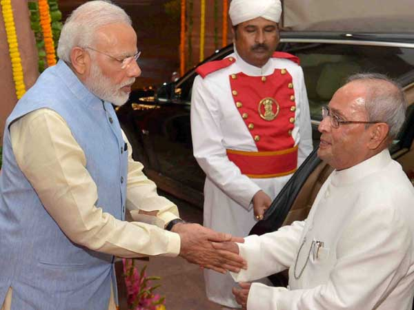 Modi meets former President Pranab Mukherjee and takes his blessings