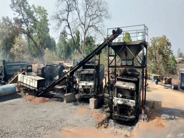 Naxals torch 27 vehicles at Gadchiroli road construction site in maharastra