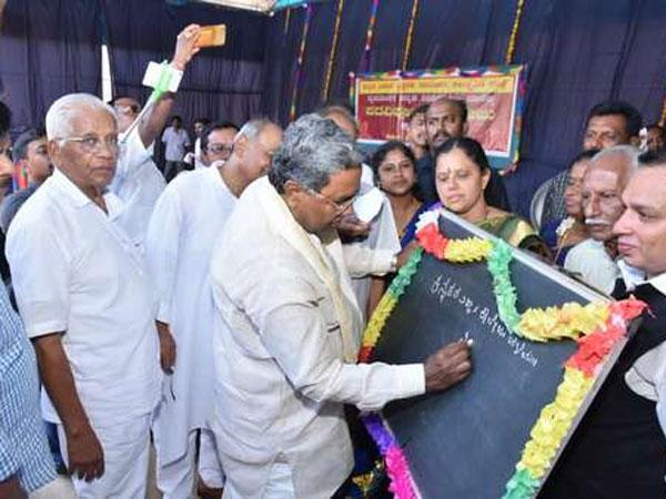 దురంహకారం లేదు, తనది గ్రామీణ బాష, ఎల్ఎల్ బీ తనను సీఎం చేసింది: సిద్దరామయ్య!