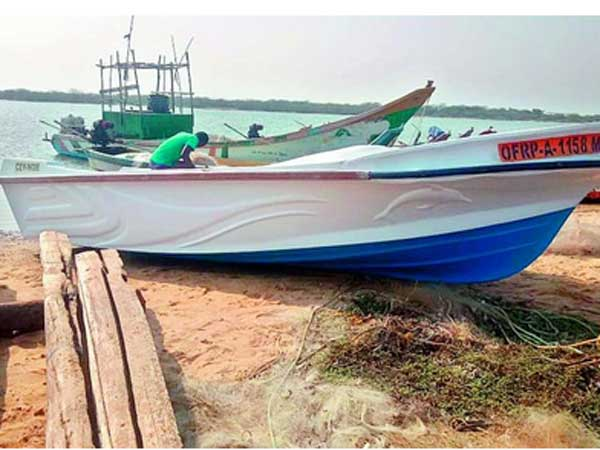 A Srilankan boat surfaces in Nellore coast,Marine police doubts terror activities?