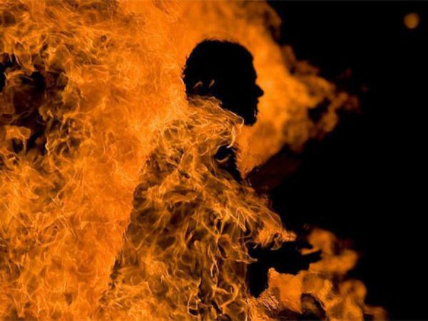 శంషాబాద్లో దారుణం.. కిరోసిన్ పోసుకుని నిప్పంటించుకున్నాడు : కొనఊపిరితో కొట్టుమిట్టాడు
