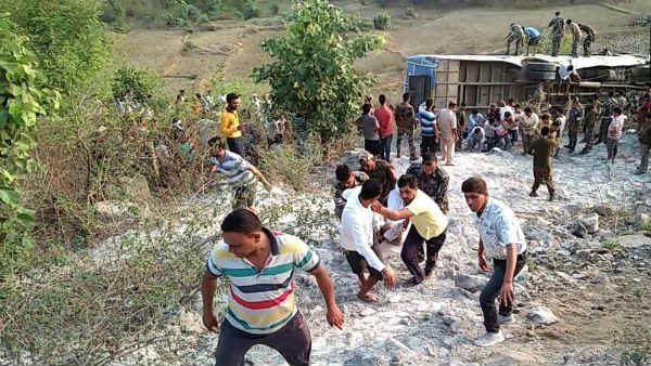 t least six people were killed and around 39 were left injured in the incident in Garhwa of Jharkhand.