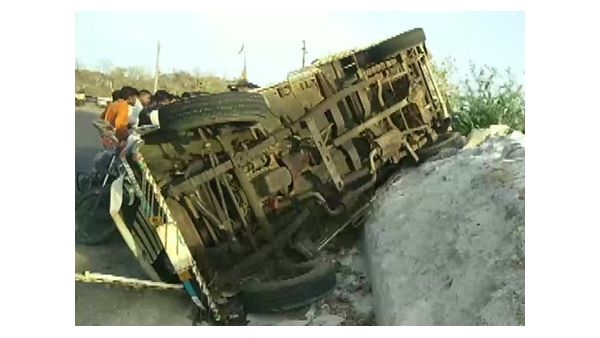 bus brake fail, fell down .. 9 dead
