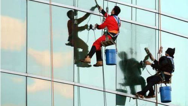 2 Men Cleaning Videocon Tower Fall To Death
