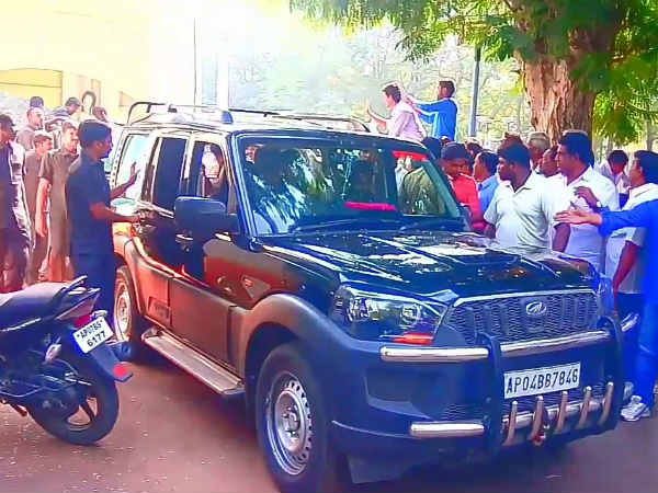 Jagan shows his humanity in helping cancer patient about rs 25 lakhs in Vizag on road