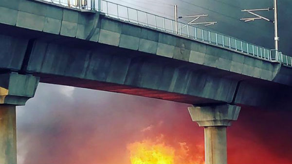 Major fire breaks out near Delhis Kalindi Kunj Metro, Magenta Line services affected