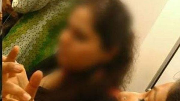 మహిళ నడుము పట్టుకున్న డాక్టర్ .. వరంగల్ లో రచ్చ ..షాకింగ్ నిజం బయటపెట్టిన సీసీ కెమెరా