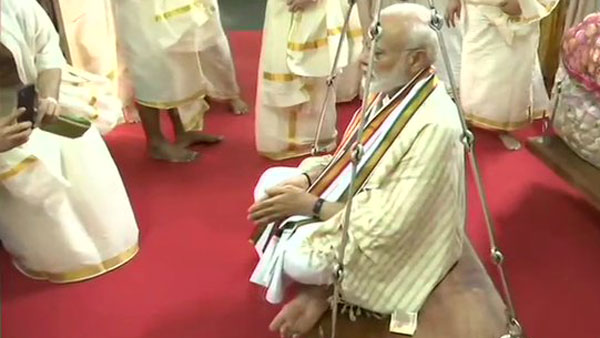 PM Modi offers prayers at famous Lord Krishna temple in Guruvayur