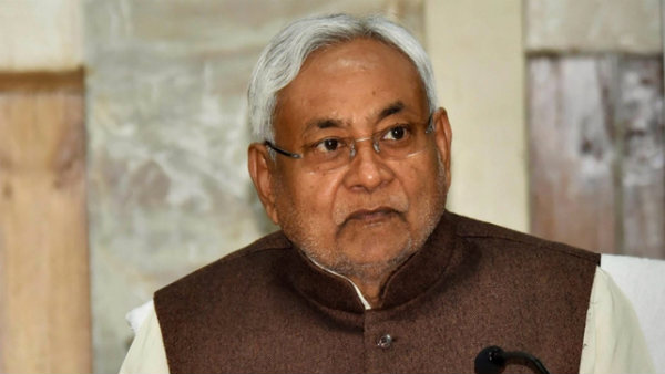 nitish wont answer on media about encephalitis
