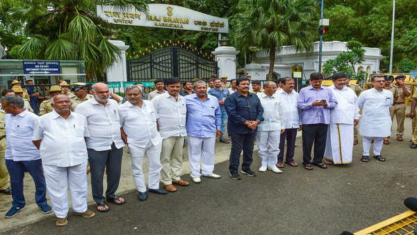 We do not attend tomorrows confidant vote proceedings says rebel MLAs